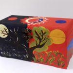 Лим Джонг Хун 5б кл., победитель выставки – II место. «Ящик Пандоры». Художественная обработка дерева. Роспись акриловыми красками.
