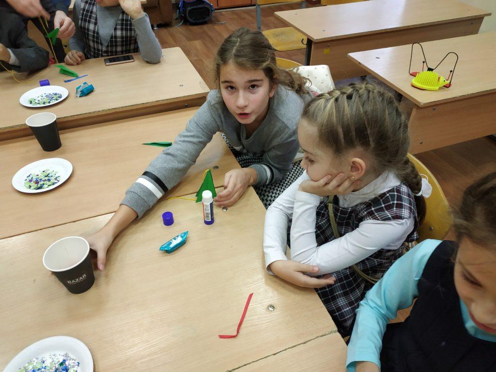 Мастер-класс по изготовлению новогодней гирлянды в школе 'Росток'