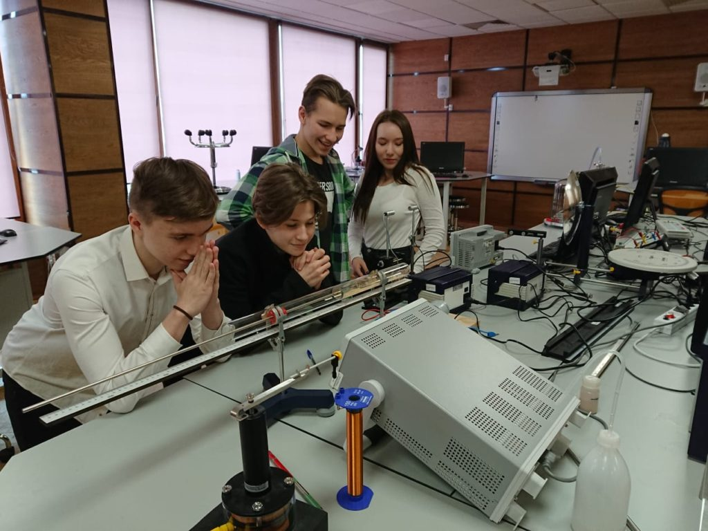 Урок физики учеников 9 класса СПбМШ