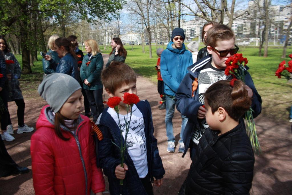 Возложение цветов в честь 9 мая